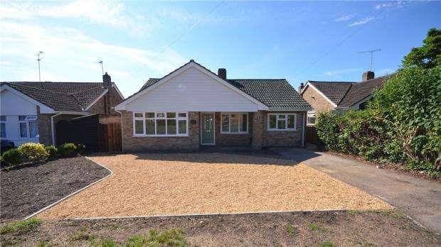 3 Bedrooms Detached Bungalow for sale in Bell Lane, Blackwater, Surrey