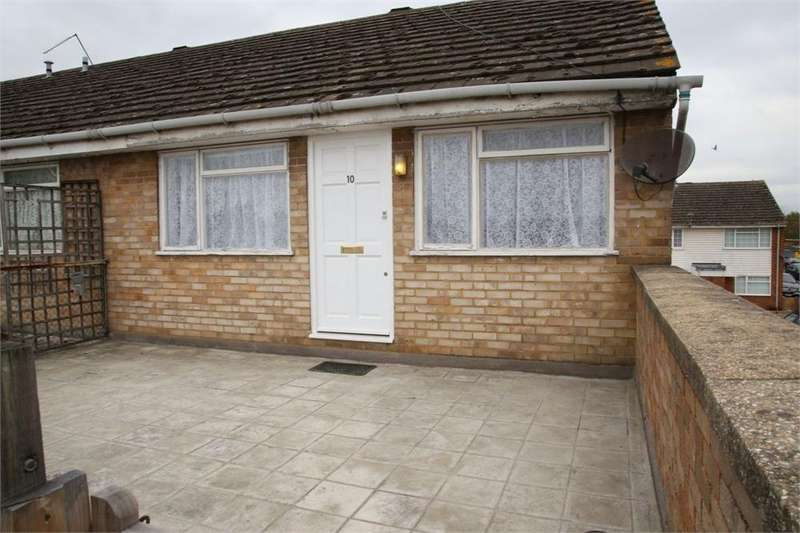 2 Bedrooms Flat for sale in Cherwell Close, Slough, Berkshire