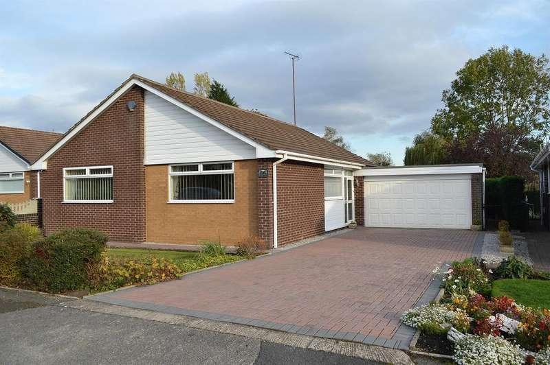 3 Bedrooms Detached Bungalow for sale in Green Lane, Garden Suburbs, Oldham, OL8 3BB