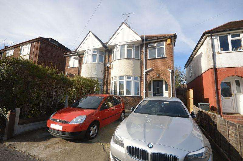 3 Bedrooms Semi Detached House for sale in Willow Way.