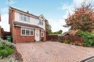 4 Bedrooms Detached House for sale in Grasmere Close, North Langney, Eastbourne, East Susses