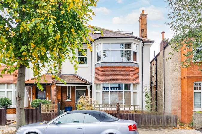 1 Bedroom Flat for sale in Abinger Road, Chsiwick