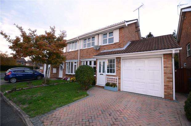 3 Bedrooms Semi Detached House for sale in Langdale Close, Farnborough, Hampshire