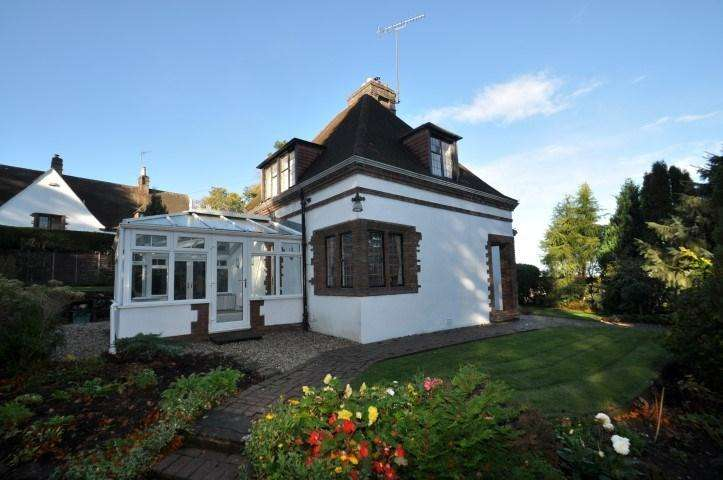 3 Bedrooms Detached House for sale in East Kilbride Road, Busby, Glasgow, G76