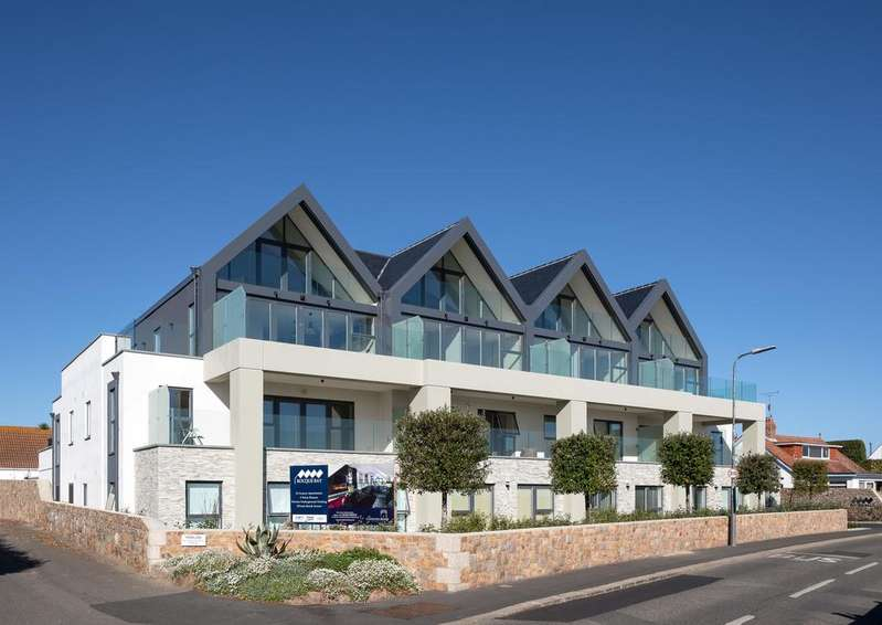 2 Bedrooms Flat for sale in Rocque Bay, St. Clement, Jersey