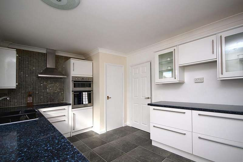 2 Bedrooms Terraced House for sale in Groveside, Henlow, SG16