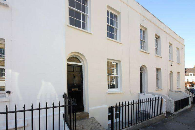 3 Bedrooms Terraced House for sale in Royal Place, Greenwich, SE10