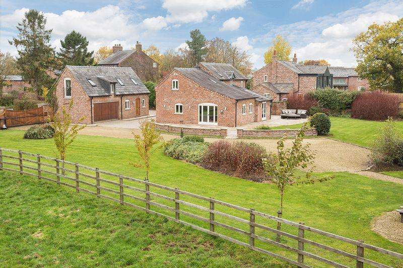 4 Bedrooms Detached House for sale in Lovely barn conversion in Marthall