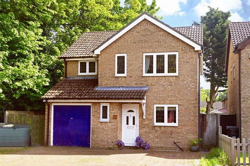4 Bedrooms Property for sale in Lechlade Gardens, Bournemouth