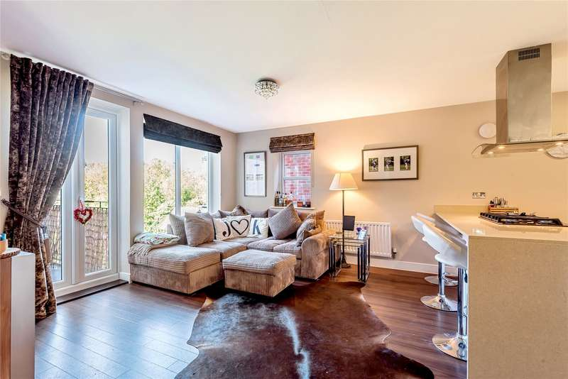 1 Bedroom Flat for sale in Monroe House, 12-16 Church Hill, Loughton, Essex, IG10