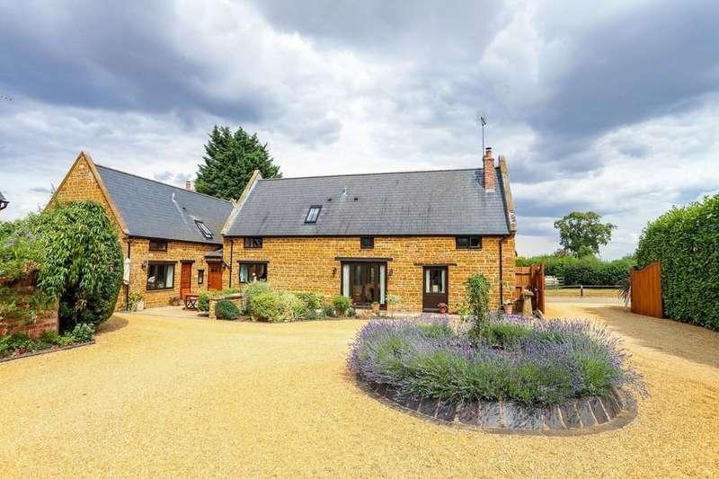 3 Bedrooms Barn Conversion Character Property for sale in Kislingbury Grange , Kislingbury, Northampton