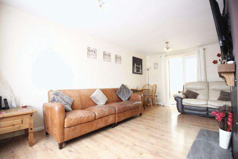 3 Bedrooms Terraced House for sale in Finch Close, Hartsholme, Lincoln