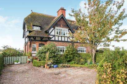 3 Bedrooms Semi Detached House for sale in School Cottages, Nantwich Road, Wimboldsley, Middlewich