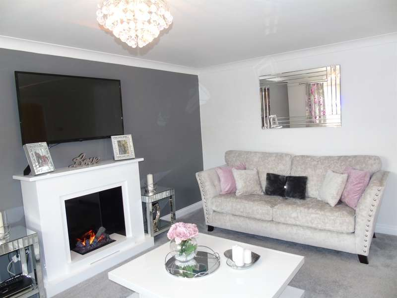 4 Bedrooms Detached House for sale in Birch Wood Drive, Tonyrefail, Porth