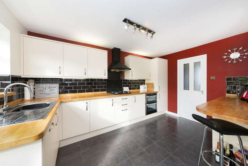 4 Bedrooms Detached House for sale in Highlands, Royston