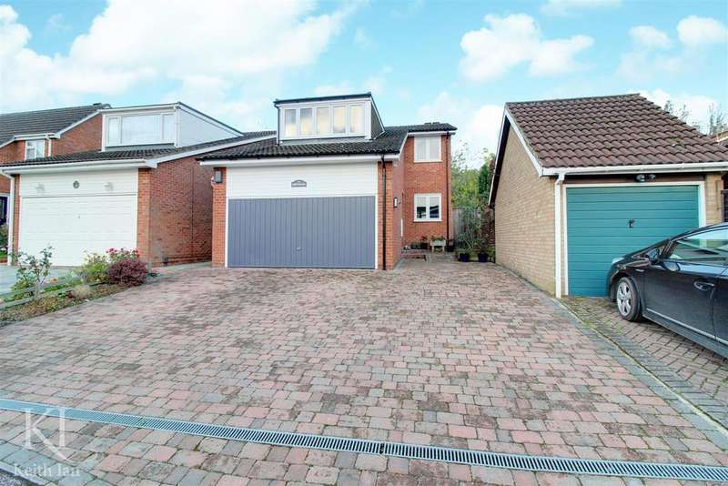 4 Bedrooms Detached House for sale in Greyfriars, Ware - Double Garage