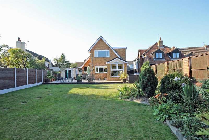 3 Bedrooms Detached House for sale in Cause End Road, Wootton