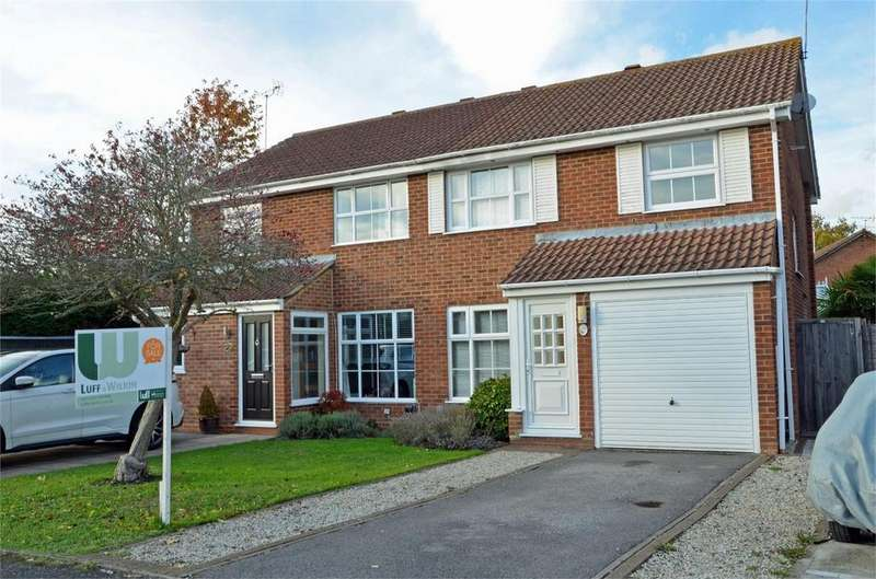 3 Bedrooms Semi Detached House for sale in Grasmere Road, FARNBOROUGH, Hampshire