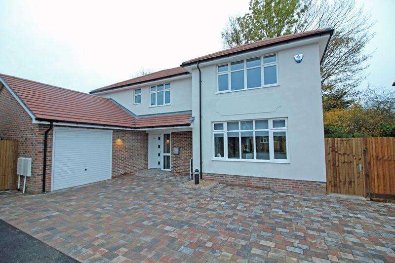 4 Bedrooms Detached House for sale in 10C Church Way, Sanderstead, Surrey