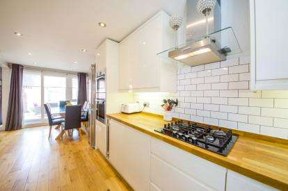 3 Bedrooms End Of Terrace House for sale in Besant Walk, Finsbury Park, London, .