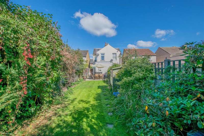 3 Bedrooms Semi Detached House for sale in Whitley Road, Hoddesdon