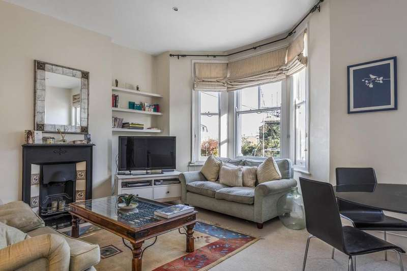 3 Bedrooms Flat for sale in Brayburne Avenue, Clapham