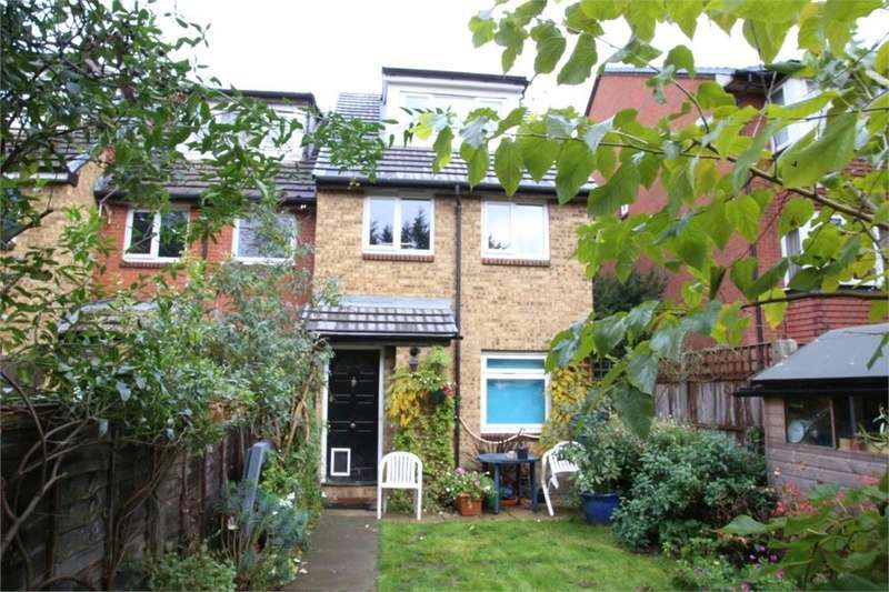 2 Bedrooms Flat for sale in Mead Avenue, Langley, Berkshire