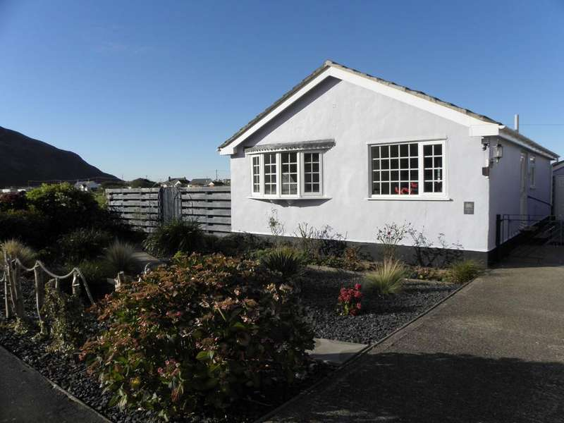 3 Bedrooms Bungalow for sale in 24 Ffordd Meirion, Fairbourne, LL38 2QY