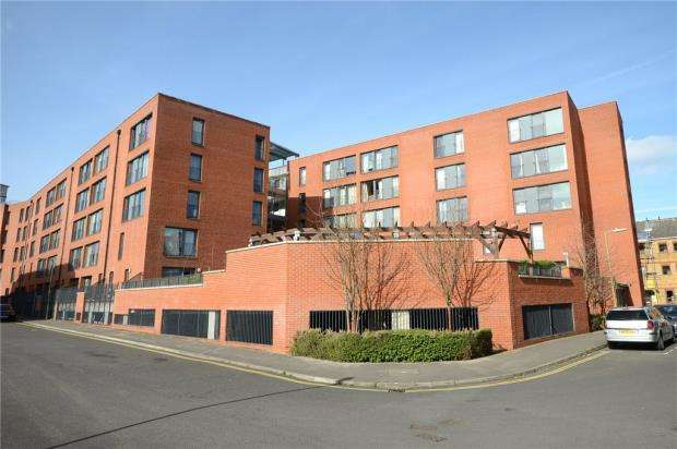2 Bedrooms Apartment Flat for sale in Printing House Court, Sebastopol Road, Aldershot