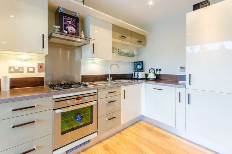 2 Bedrooms Flat for sale in Stefan House, Winchmore Hill, N21