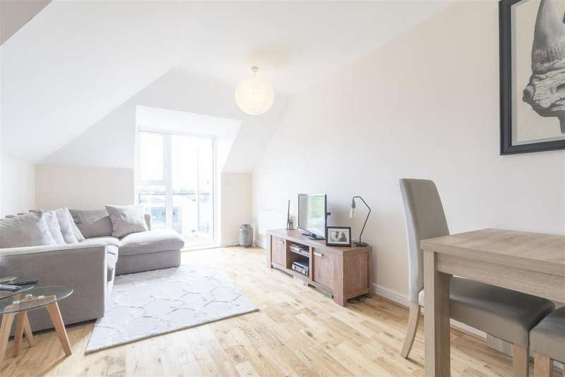 1 Bedroom Apartment Flat for sale in Paddock Close, Windsor