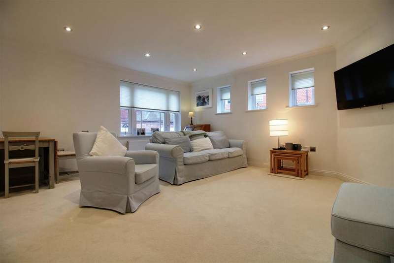 2 Bedrooms Apartment Flat for sale in Pangbourne Place, Pangbourne