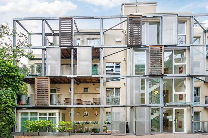 3 Bedrooms Flat for sale in Trinity Mews, London, E1