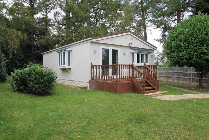 2 Bedrooms Park Home Mobile Home for sale in The Larches, Warfield Park, Bracknell