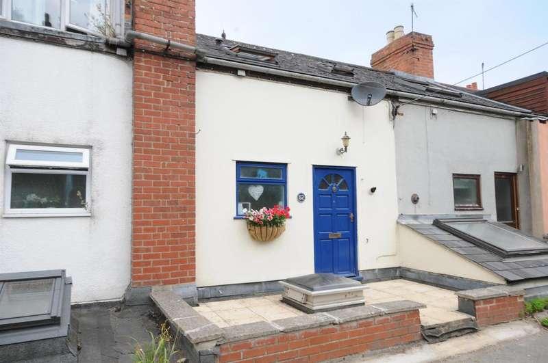 3 Bedrooms Terraced House for sale in Spillmans Road, Stroud, GL5 3LT