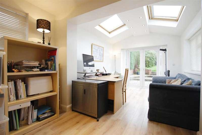 4 Bedrooms Detached House for sale in Hazel Drive, Walton, Chesterfield, S40 3EN