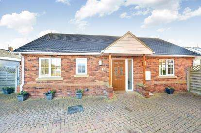 2 Bedrooms Bungalow for sale in Crawley Road, Cranfield, Bedford, Bedfordshire