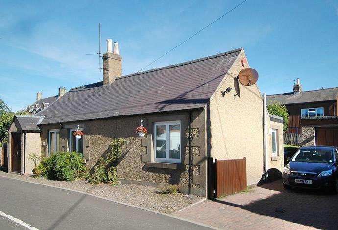 2 Bedrooms Detached Bungalow for sale in 1 Bank Street, Greenlaw TD10 6XX