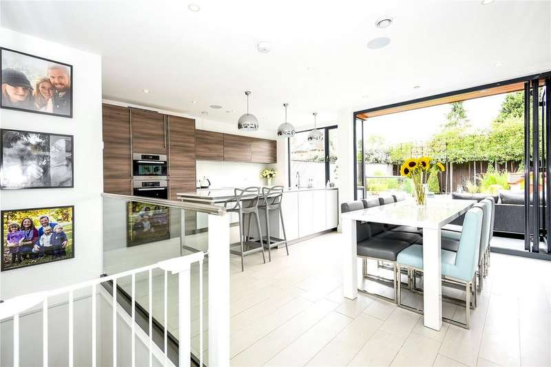 4 Bedrooms House for sale in Adrian Road, Abbots Langley, Hertfordshire, WD5