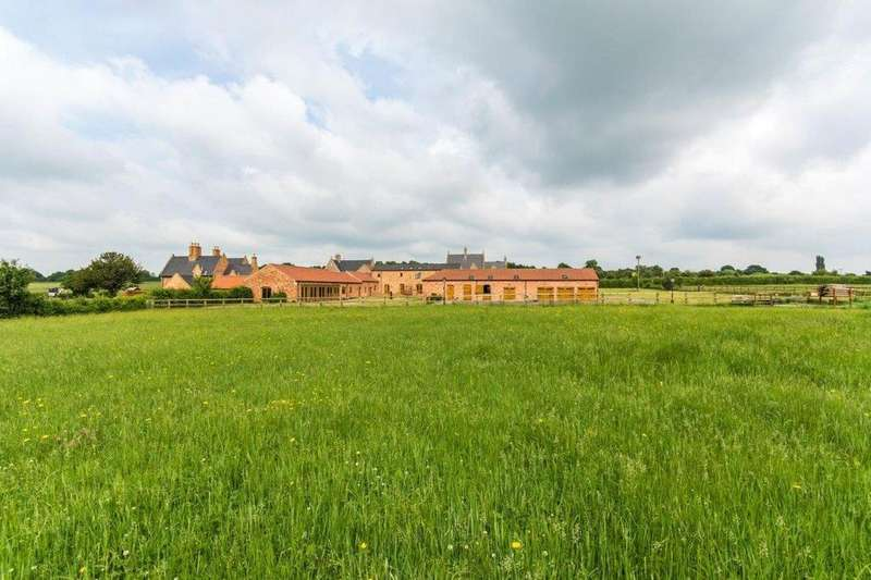 5 Bedrooms Equestrian Facility Character Property for sale in Moor House Farm, Willingham Road, Lea, Lincolnshire, DN21