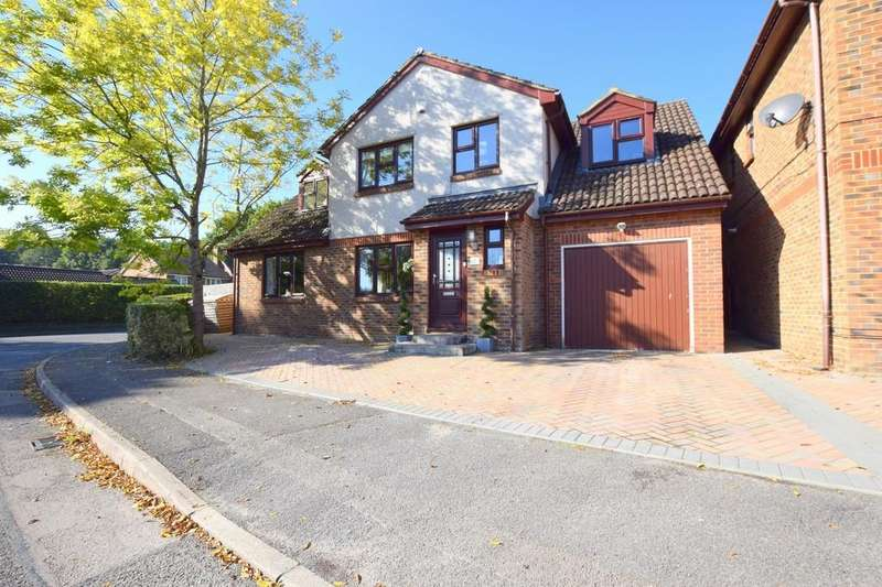 5 Bedrooms Detached House for sale in Larch Way, Farnborough