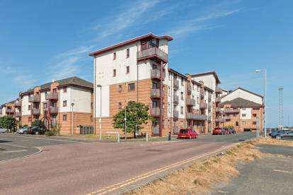 2 Bedrooms Flat for sale in Rowallan Court, South Beach Road