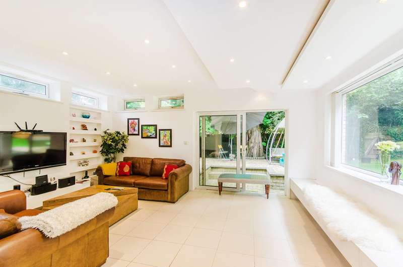 4 Bedrooms End Of Terrace House for sale in Roxeth Hill, Harrow on the Hill, HA2