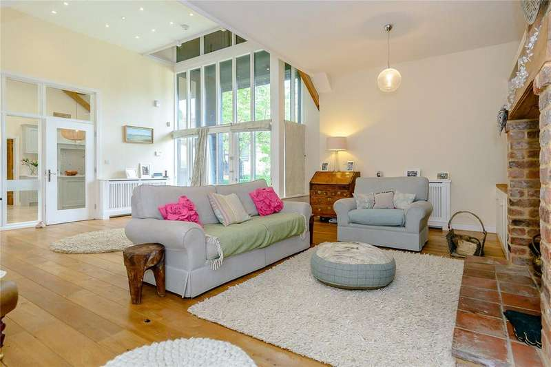 5 Bedrooms Barn Conversion Character Property for sale in Lower Farm Barns, High Street, Barley, Royston
