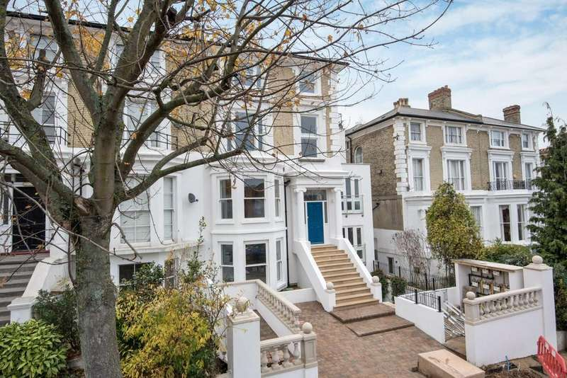 2 Bedrooms Flat for sale in Westwood Park, Forest Hill