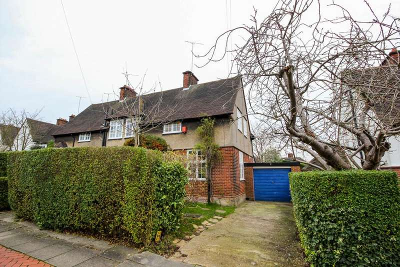 3 Bedrooms Semi Detached House for sale in Midholm, London, NW11