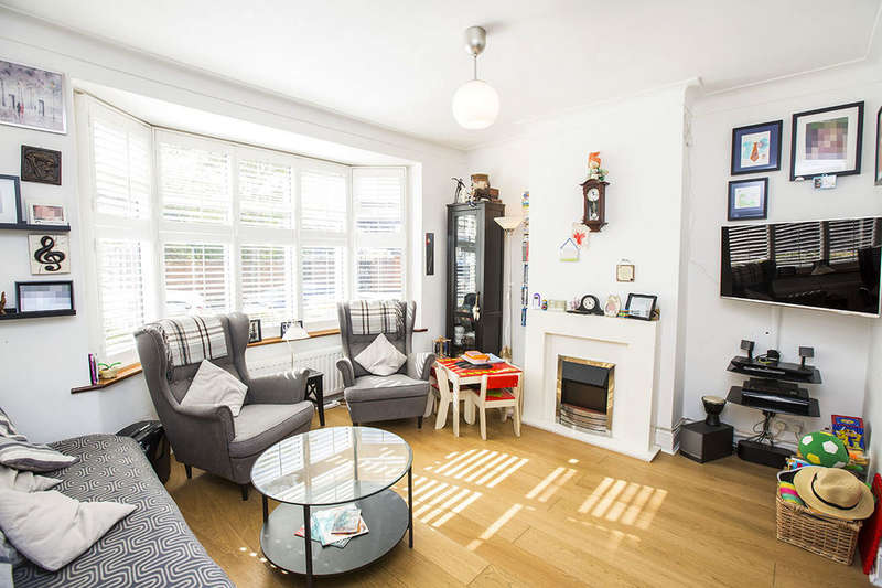 3 Bedrooms Terraced House for sale in Sandford Road, London, E6