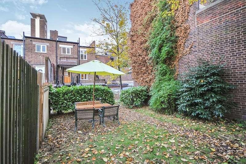 3 Bedrooms Flat for sale in Powis Street, London, SE18