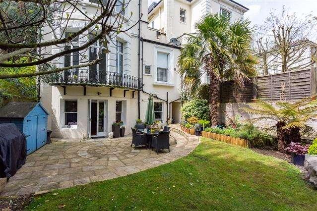 2 Bedrooms Flat for sale in Buckland Crescent , Belsize Park
