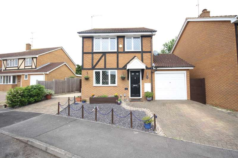 3 Bedrooms Detached House for sale in Arkwright Drive, Amen Corner